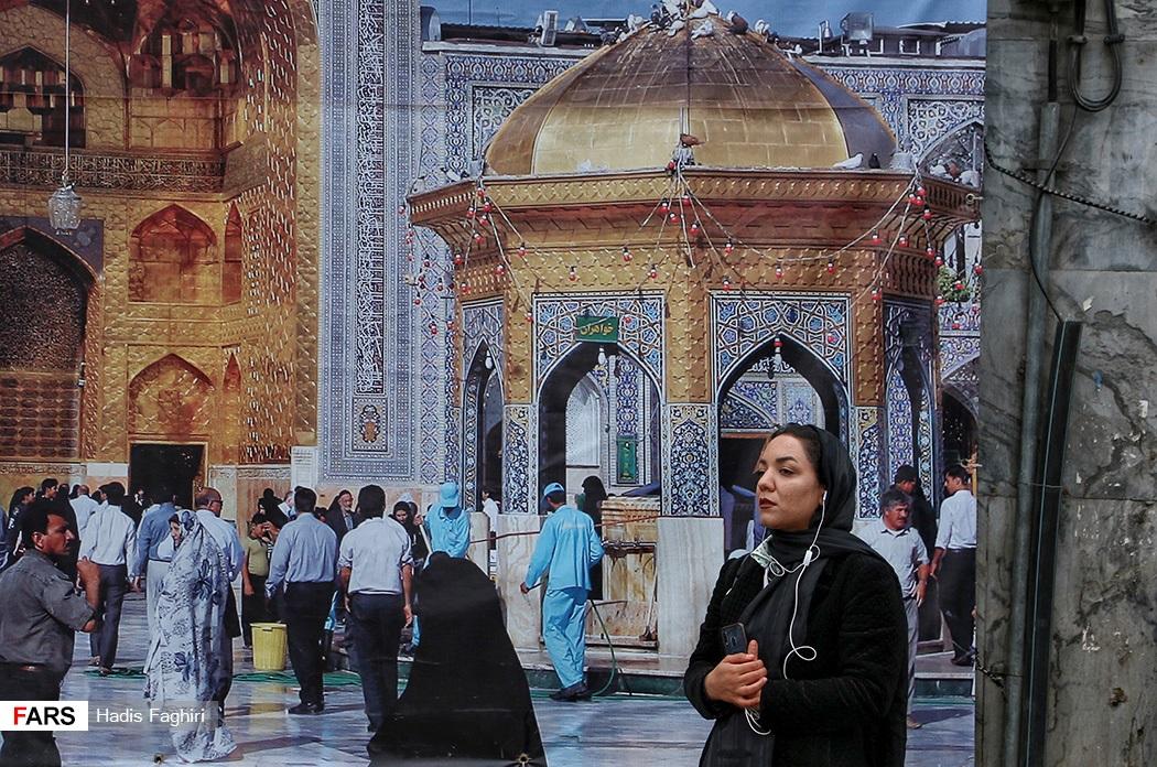 عکس  تحویل سال پشت درهای حرم امام رضا(ع)