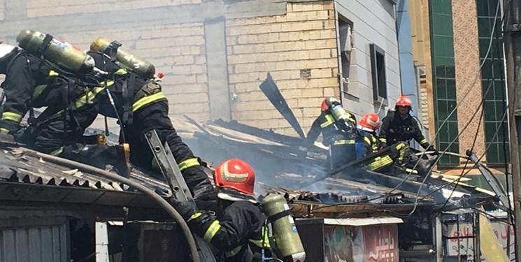 آتشسوزی پنج مغازه در رشت پای شهردار را هم به میدان کشاند+فیلم و عکس