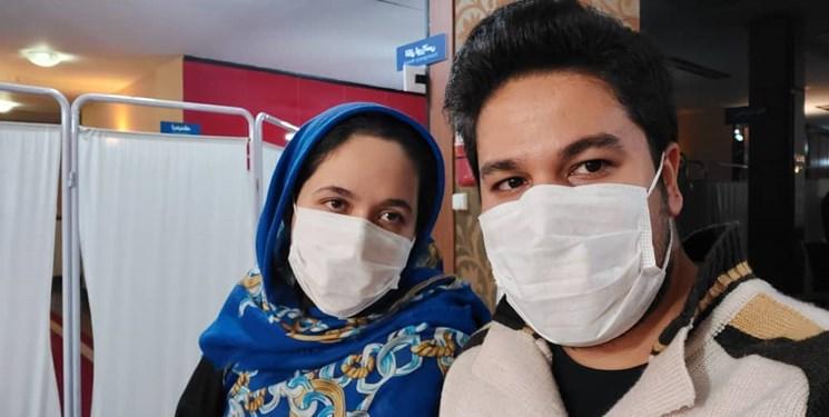زوج داروساز بهجای ماه عسل، داوطلب تزریق واکسن ایرانی شدند/ ما همان «بچههای مردم» هستیم!